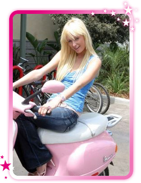 Paris vespa rose